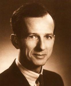 Claude Hurtubise (né le 2 décembre). Éditeur et fondateur des éditions Hurtubise (qui deviendront HMH).
