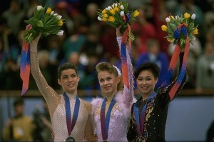 Le podium de patinage artistique féminin. Oksana Baiul (Ukraine), Nancy Kerrigan (ÉU) et Chen Lu (Chine)