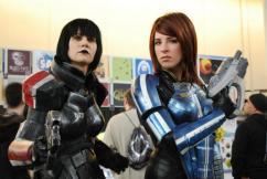 Holly Conrad et Jessica Merizan prennent le cosplay au sérieux...  source