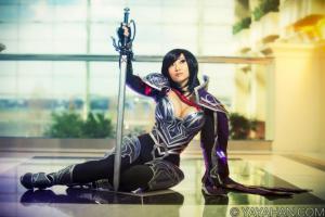 Yaya Han dans un costume d'un pesonnage du jeu vidéo League of Legends.