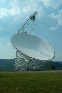 Radiotéléscope de l'observatoire de Green Bank qui sera à contribution dans le projet. (source: Wikipedia)