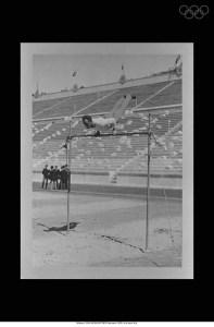 Épreuve de gymnastique dans le stade. source: http://www.olympic.org/fr/athenes-1896-olympiques-ete