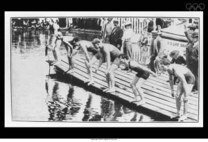 Départ d'une épreuve de natation. Source: olympic.org